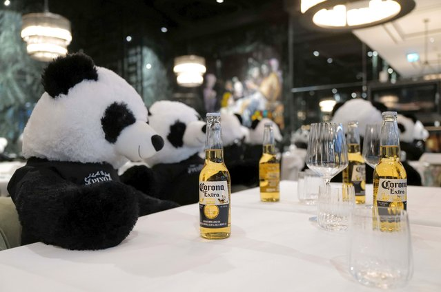 "Fluffy toy panda bears as part of the art installation ""Panda mie"" by Italian restaurant owner Giuseppe ""Pino"" Fichera sit over beers at his restaurant ""Pino's"" to raise awareness of the COVID-19 lockdown's business impact on gastronomy in Frankfurt, Germany, November 24, 2020. (Photo by Kai Pfaffenbach/Reuters)"