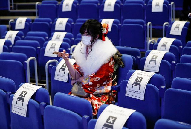 A kimono-clad woman wearing a protective face mask attends her Coming of Age Day celebration ceremony at Yokohama Arena during the government declared the second state of emergency for the capital and some prefectures, amid the coronavirus disease (COVID-19) outbreak, in Yokohama, south of Tokyo, Japan on January 11, 2021. (Photo by Issei Kato/Reuters)