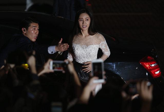 South Korean actress Choo Ja-hyun walks on the red carpet during 2015 Mnet Asian Music Awards (MAMA) in Hong Kong, China December 2, 2015. (Photo by Bobby Yip/Reuters)