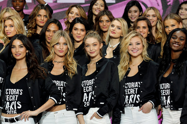 Models including Kendall Jenner, Gigi Hadid and Lily Donaldson pose for a group photograph during a photocall before the Victoria's Secret Fashion Show at the Grand Palais in Paris, France, November 28, 2016. (Photo by Benoit Tessier/Reuters)