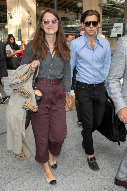 (L-R) Actress Keira Knightley and husband James Righton are seen at Gare du Nord station on September 27, 2018 in Paris, France. (Photo by Marc Piasecki/GC Images)