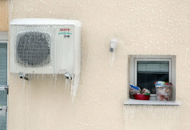 Frozen food is seen on a window due an electricity outage in Postojna February 5, 2014. (Photo by Srdjan Zivulovic/Reuters)