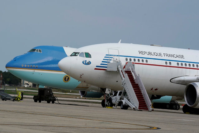 Air Force One plane (L) with U.S. President Donald Trump on board taxis past an advance plane of French President Emmanuel Macron at Air Force One at Joint Base Andrews in Maryland, U.S., April 22, 2018. (Photo by Yuri Gripas/Reuters)
