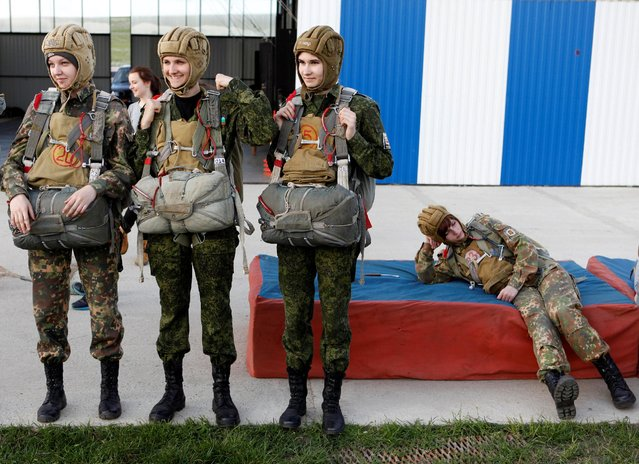 Students of the General Yermolov Cadet School wait to board an airplane for a parachute jump at an airdrome in the village of Novomaryevskaya outside the southern city of Stavropol, Russia, May 13, 2016. (Photo by Eduard Korniyenko/Reuters)
