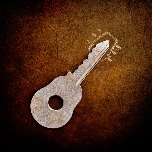 A key suddenly looks like a guitar using a little chalk. (Photo by Stanislav Aristov/Caters News)