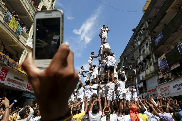 Devotees try to form a human pyramid to break a clay pot containing curd during celebrations to mark the Hindu festival of Janmashtami in Mumbai, India, September 6, 2015. Janmashtami, which marks the birthday of Hindu god Krishna, is being celebrated across the country today. (Photo by Danish Siddiqui/Reuters)