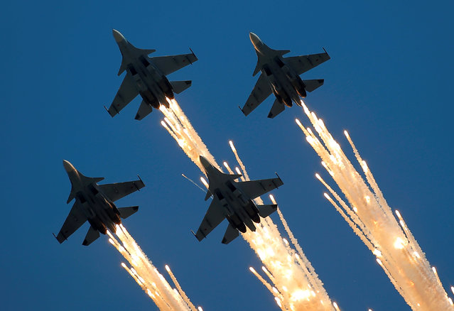 Sukhoi Su-30SM jet fighters of the Sokoly Rossii (Falcons of Russia) aerobatic team fly in formation during the International Army Games 2016, in Dubrovichi outside Ryazan, Russia, August 5, 2016. (Photo by Maxim Shemetov/Reuters)