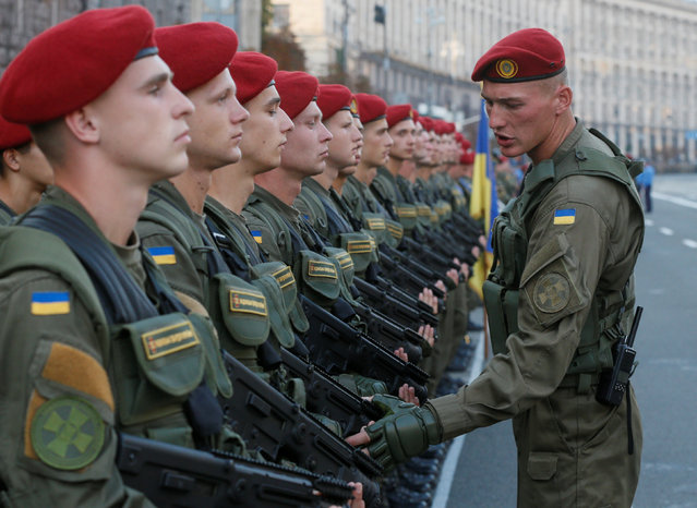 Ukrainian servicemen take part in a rehearsal for the Independence Day military parade in central Kiev, Ukraine, August 19, 2016. (Photo by Valentyn Ogirenko/Reuters)