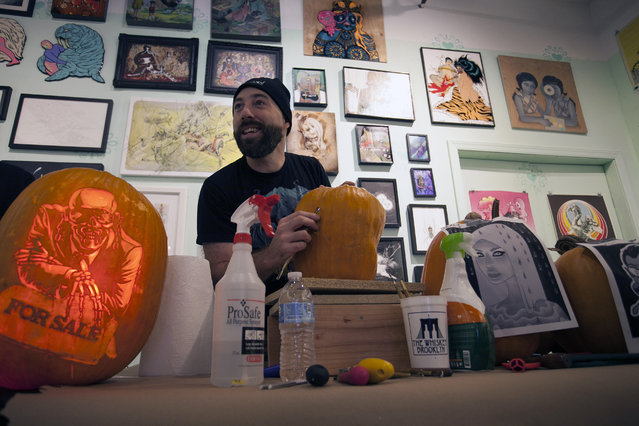 Marc Evan of the Maniac Pumpkin Carvers introduces the tools that he uses for carving to the attendees of the workshop at Cotton Candy Machine in Brooklyn, N.Y. on October 18, 2014. His arsenal includes various sizes and shapes of printing making block cutters, pumpkin scoopers and Lemon Essential Oil. (Photo by Siemond Chan/Yahoo Finance)