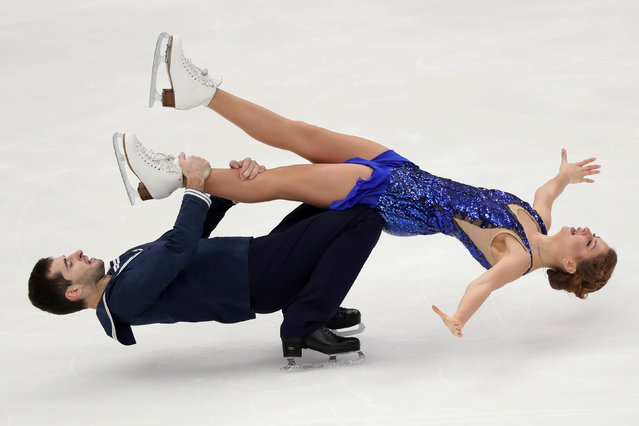 Alexandra Nazarova and Maxim Nikitin of Ukraine perform during Ice Dance Rhythm Dance at the 2020 Rostelecom Cup, the fifth event of the 2020/21 ISU Grand Prix of Figure Skating in Moscow, Russia on November 20, 2020. (Photo by Evgenia Novozhenina/Reuters)