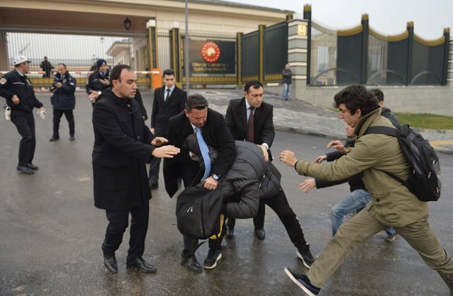 Security officers (L) scuffle with students during a protest outside the Presidential Palace in Ankara December 17, 2014. (Photo by Reuters/Stringer)