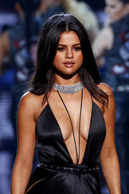 Singer Selena Gomez performs during the 2015 Victoria's Secret Fashion Show in New York, November 10, 2015. (Photo by Lucas Jackson/Reuters)