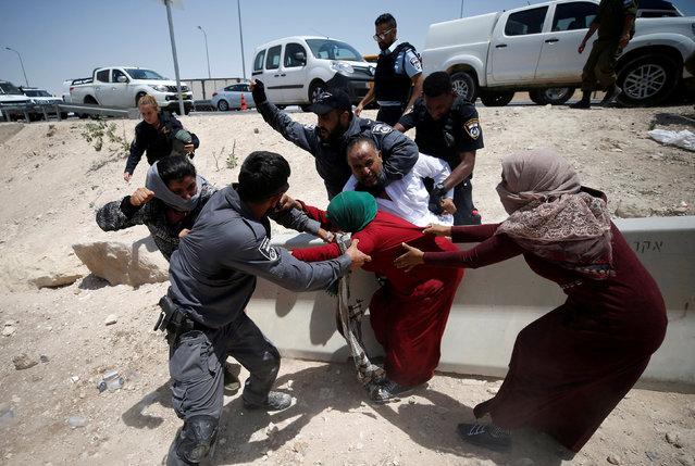 Israeli policemen try to detain Palestinians in the Bedouin village of al-Khan al-Ahmar near Jericho in the occupied West Bank July 4, 2018. (Photo by Mohamad Torokman/Reuters)