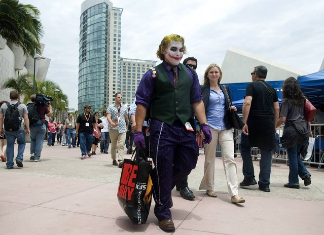 Pete Mendoza of Los Angeles, dressed as The Joker from the Batman movies, walks outside the exhibit halls at Comic-Con International in San Diego, California July 12, 2012. (Photo by Mario Anzuoni/Reuters)