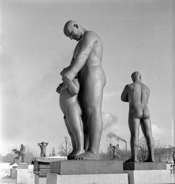 Gustav Vigeland Sculpture Park Father And Son