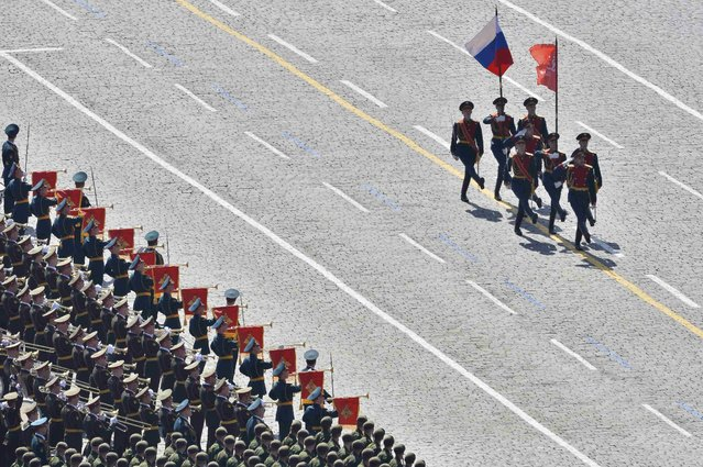 Banner unit soldiers march with flags at the beginning of the Victory Day parade at Red Square in Moscow, Russia, May 9, 2015. (Photo by Reuters/Host Photo Agency/RIA Novosti)