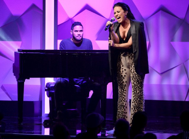Demi Lovato performs during the 27th annual GLAAD Media Awards in Beverly Hills, California April 2, 2016. (Photo by Phil McCarten/Reuters)
