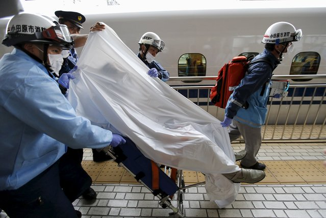 A passenger on a stretcher is carried by ambulance officers as the passenger gets off a Shinkansen bullet train at Odawara station after it made an emergency stop, in Odawara, west of Tokyo June 30, 2015. (Photo by Toru Hanai/Reuters)