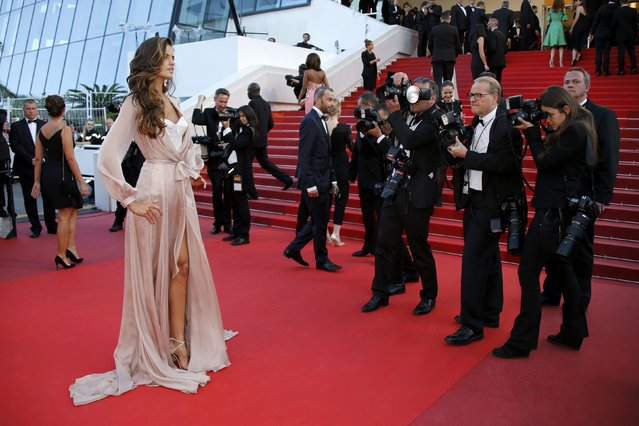 "Model Izabel Goulart poses on the red carpet as she arrives for the screening of the film ""Julieta"" in competition at the 69th Cannes Film Festival in Cannes, France, May 17, 2016. (Photo by Jean-Paul Pelissier/Reuters)"