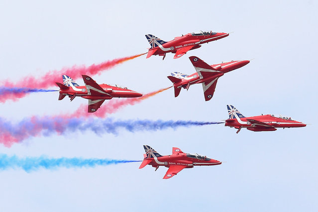 The RAF Red Arrows Display team fly in formation at the Royal International Air Tattoo at RAF Fairford in Fairford, England, on Jule 11, 2014. (Photo by Chris Jackson/Getty Images)
