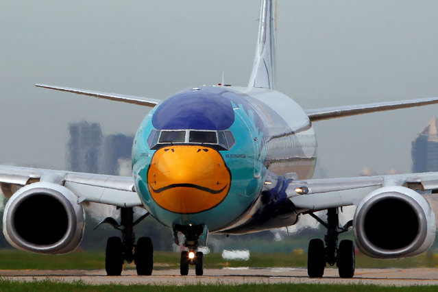 A Nok Air aircraft painted like a duck prepares to take off at Don Mueang International Airport in Bangkok, Thailand, June 29, 2016. (Photo by Chaiwat Subprasom/Reuters)
