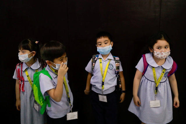 Students wear masks amid a health scare over a new virus that has infected thousands since emerging in China, in a Chinese school in Quezon City, Metro Manila, Philippines on January 28, 2020. (Photo by Eloisa Lopez/Reuters)
