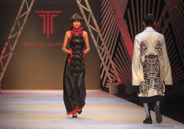 Models present creations by designer Nguyen Tien Truyen during Vietnam International Fashion Week in Hanoi, Vietnam, Tuesday, October 31, 2017. (Photo by Hau Dinh/AP Photo)