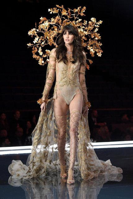 Vanessa Moody walks the runway during the 2017 Victoria's Secret Fashion Show In Shanghai at Mercedes-Benz Arena on November 20, 2017 in Shanghai, China. (Photo by Frazer Harrison/Getty Images for Victoria's Secret)