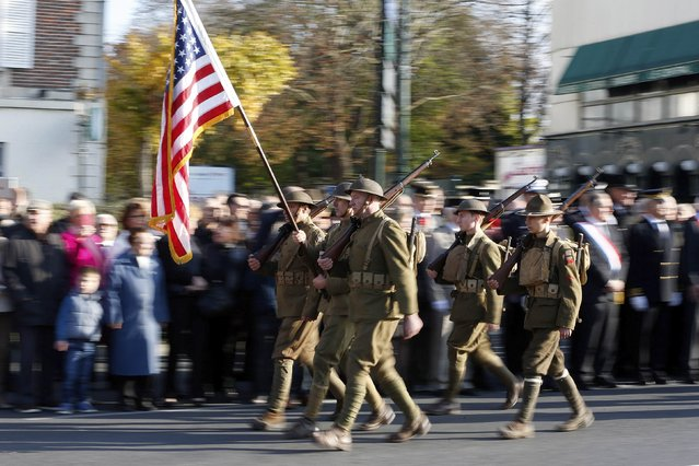 """History enthusiasts of French association """"Rock of the Marne"""" dressed in vintage U.S. uniforms parade during an Armistice Day ceremony to commemorate the end of World War One at Epernay, eastern France, November 11, 2014. (Photo by Charles Platiau/Reuters)"""