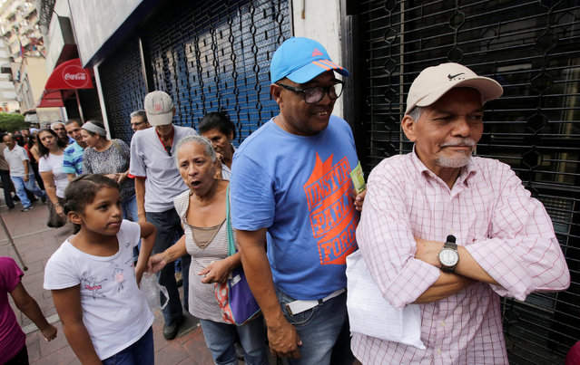 People wait for their turn to buy bread at a bakery in Caracas, Venezuela September 15, 2016. (Photo by Henry Romero/Reuters)