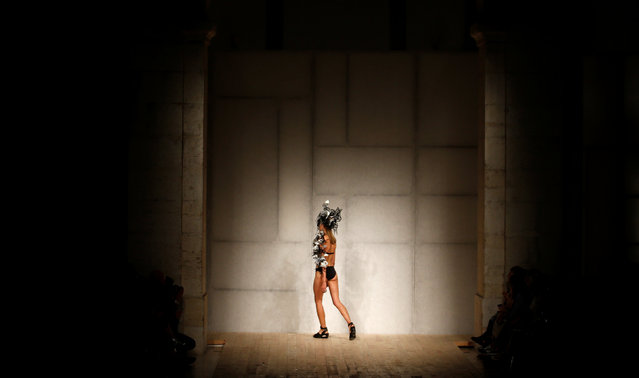 A model presents a creation by designer Valentim Quaresma as part of his Spring/Summer 2017 collection show during Lisbon Fashion Week in Portugal October 8, 2016. (Photo by Rafael Marchante/Reuters)