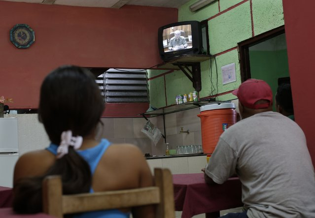 People watch television footage showing Cuba's president Raul Castro speaking during a state television broadcast in a private restaurant in Havana December 17, 2014. (Photo by Enrique De La Osa/Reuters)