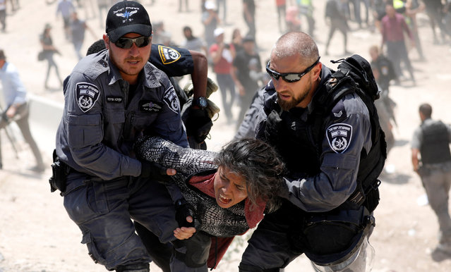 Israeli policemen detain a Palestinian girl in the Palestinian Bedouin village of al-Khan al-Ahmar near Jericho in the occupied West Bank July 4, 2018. (Photo by Mohamad Torokman/Reuters)