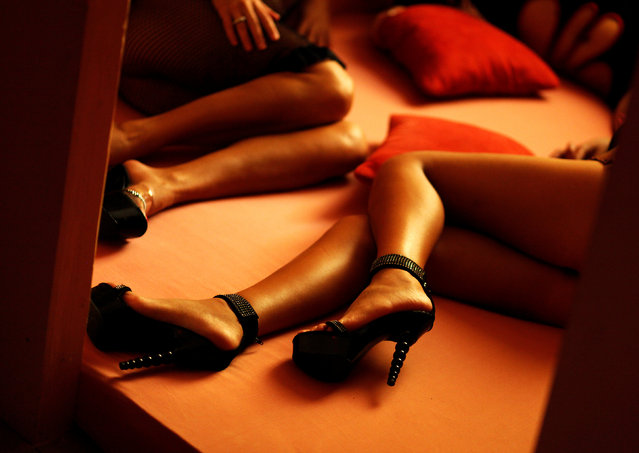 """Romanian prostitutes pose in the brothel """"p*ssy Club"""" in Schoenefeld, Germany, April 15, 2009. (Photo by Hannibal Hanschke/Reuters)"""
