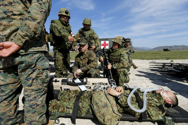 Soldiers from Japan's Ground Self Defense Force learn some trauma procedures from the U.S. Navy and U.S. Marines during the bilateral annual Iron Fist military training exercise in Camp Pendleton, California February 26, 2016. (Photo by Mike Blake/Reuters)