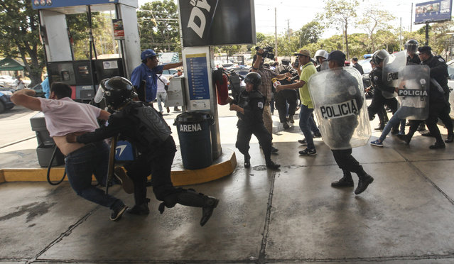 Police detain protesters in Managua, Nicaragua, Saturday, March 16, 2019. Nicaragua's government banned opposition protests in September and police broke up Saturday's attempt at a demonstration to pressure the government to release hundreds of protesters held in custody since 2018. (Photo by Alfredo Zuniga/AP Photo)