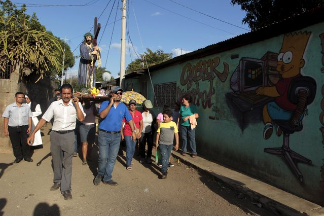 """Catholics carry a statue of Jesus Christ during a """"Via Crucis"""" (Way of the Cross) procession in the Jorge Dimitrov neighborhood, considered one of the most dangerous areas in Managua, Nicaragua March 11, 2016. (Photo by Oswaldo Rivas/Reuters)"""
