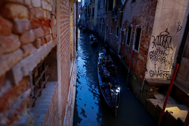 Gondolas make their way in a channel in downtown Venice, Italy February 10, 2017. (Photo by Tony Gentile/Reuters)