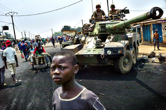 """French troops of the """"Operation Sangaris"""" man a position at a checkpoint in Bangui's PK12 area, Central African Republic, on February 18, 2014. Eight people, including six civilians, have been killed in a firefight between African peacekeepers and fighters from the mainly Christian """"anti-balaka"""" militia, a police source said on February 18. (Photo by Fred Dufour/AFP Photo)"""