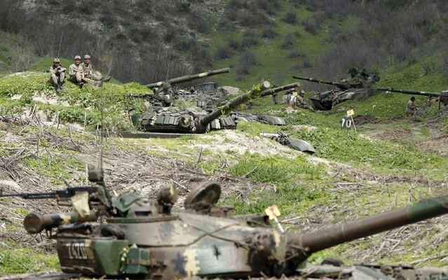 Servicemen of the self-defense army of Nagorno-Karabakh rest at their positions near the village of Mataghis April 6, 2016. (Photo by Reuters/Staff)
