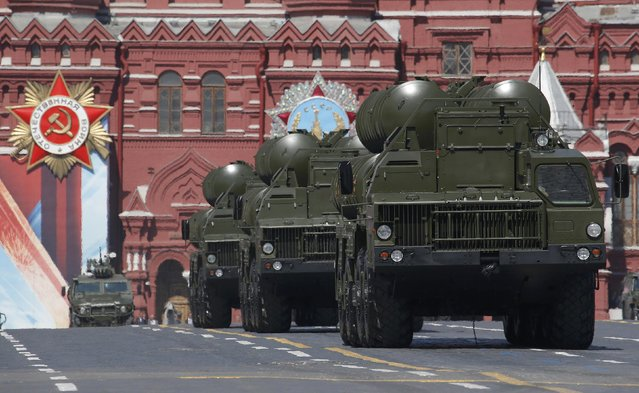 Russian S-400 Triumph medium-range and long-range surface-to-air missile systems drive during the Victory Day parade, marking the 71st anniversary of the victory over Nazi Germany in World War Two, at Red Square in Moscow, Russia, May 9, 2016. (Photo by Sergei Karpukhin/Reuters)