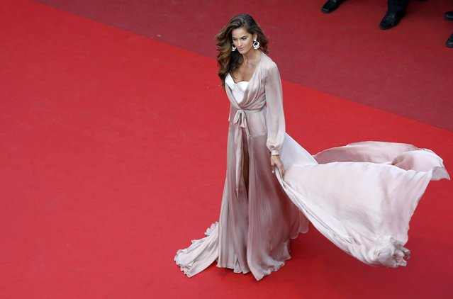 "Model Izabel Goulart poses on the red carpet as she arrives for the screening of the film ""Julieta"" in competition at the 69th Cannes Film Festival in Cannes, France, May 17, 2016. (Photo by Eric Gaillard/Reuters)"