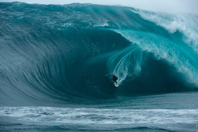 """""""In the Thick of it – Brad Norris – The Right"""". (Photo by Jamie Scott/2020 Nikon Surf Photography Awards)"""