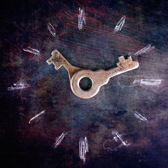 An image of a clockface using chalk and keys. (Photo by Stanislav Aristov/Caters News)