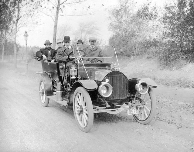 Aviation pioneer Claude Grahame-White (1879–1959) at the wheel of a motor car during the filming of a Western film, with other members of the cast as passengers, 1910.