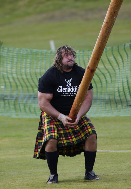 A competitor tosses the caber at the annual Braemar Highland Gathering in Braemar, Scotland September 6, 2014. (Photo by Russell Cheyne/Reuters)