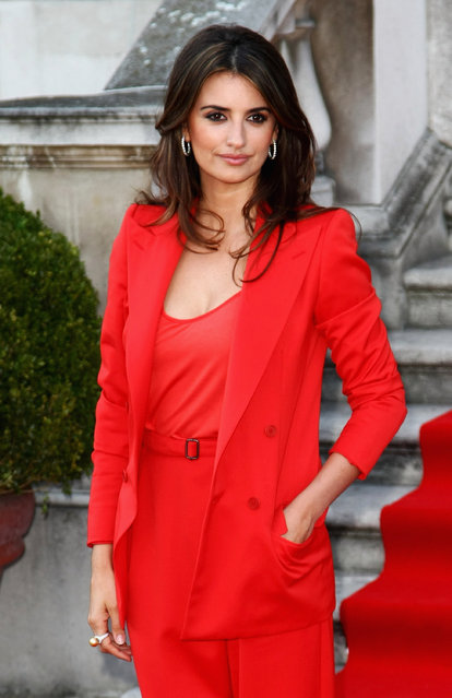 """Penelope Cruz attends the UK premiere of """"Broken Embraces"""" held at Somerset House on July 30, 2009 in London, England. (Photo by Gareth Cattermole/Getty Images)"""