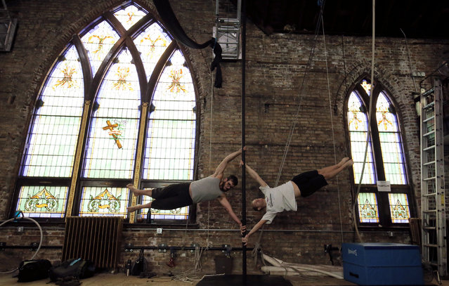 Adams Marris (L) and Jon Snyder balance on the bar at the Aloft Loft circus training and teaching school which was converted from a church, in Chicago, Illinois, U.S., September 23, 2016. (Photo by Jim Young/Reuters)