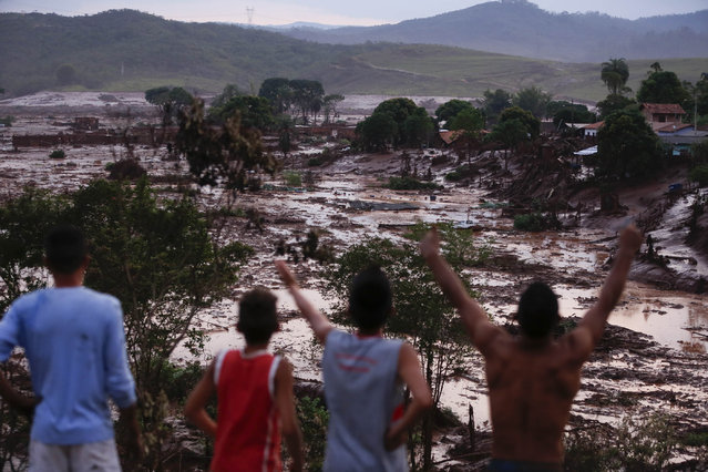 Photo taken on November 5, 2015 shows flood in Bento Rodrigues, a town in the southeastern Brazilian state of Minas Gerais, after a dam at a mining waste site burst early Thursday. An iron ore tailings dam in the southeast Brazilian state of Minas Gerais collapsed Thursday, killing at least 15 people, according to local media reports. (Photo by Agencia Estado/Xinhua Press/Corbis)