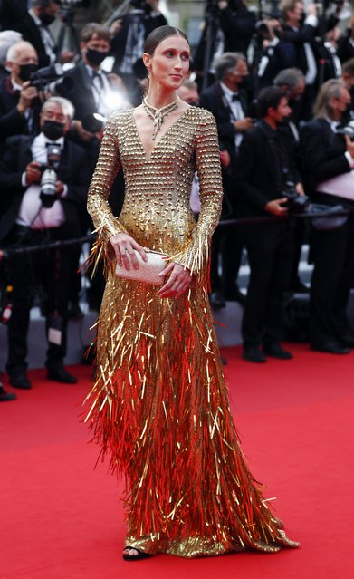 """US model Anna Cleveland arrives for the screening of the film """"The French Dispatch"""" at the 74th edition of the Cannes Film Festival in Cannes, southern France, on July 12, 2021. (Photo by Johanna Geron/Reuters)"""